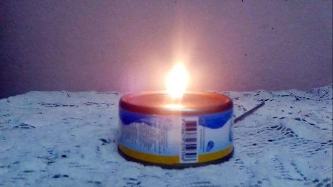 بالفيديو: شمعة تشتعل لساعات مصنوعة بعلبة تونة فقط