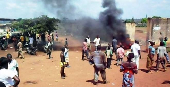 عشرات المغاربة عالقون وسط اشتباكات دموية في ساحل العاج