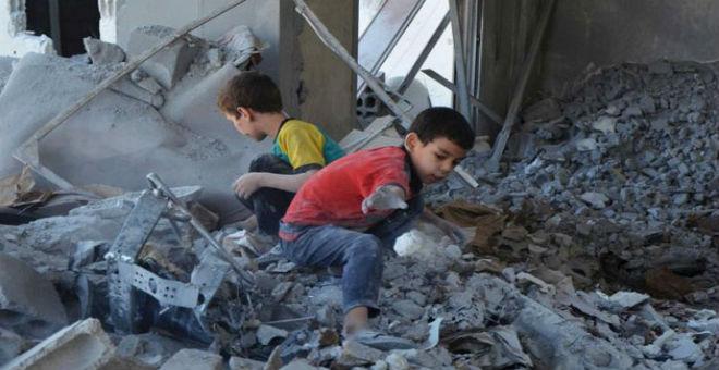 حصار سوريا..عندما تتحول أعلاف الحيوانات إلى طعام للأطفال