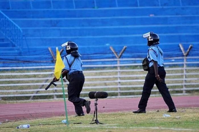 بالفيديو.. شغب خطير من جماهير منتخب كينيا