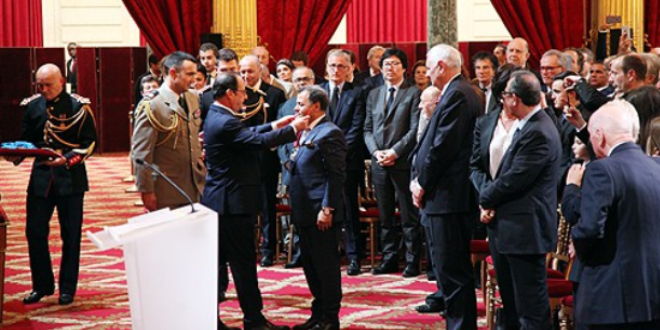 توشيح الفنان المغربي مهدي قطبي بوسام جوقة الشرف للجمهورية الفرنسية