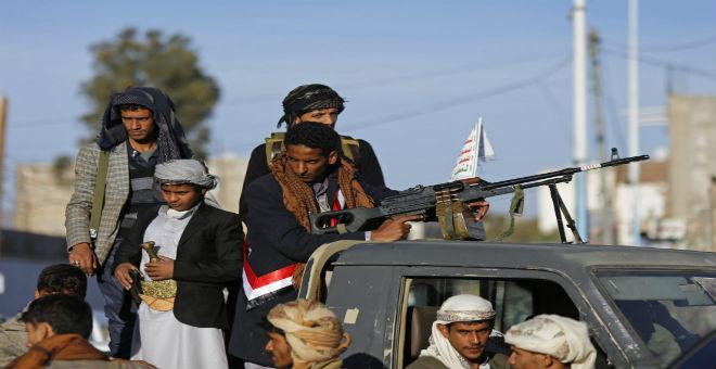 الحوثيون يتمردون على الهدنة باستهداف مواقع عسكرية