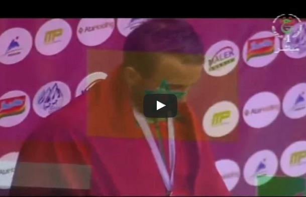 بالفيديو.. أيت واكريم يرفع النشيد الوطني في الجزائر