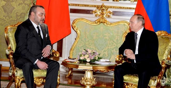 الملك محمد السادس خلال استقباله من طرف الرئيس الروسي بوتين.