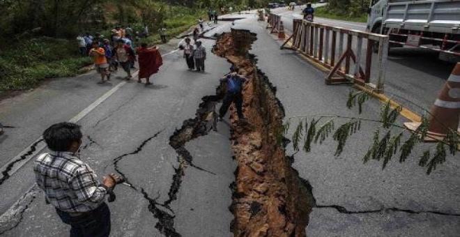 ارتفاع حصيلة زلزال الإكوادور وتحذيرات من أمواج تسونامي