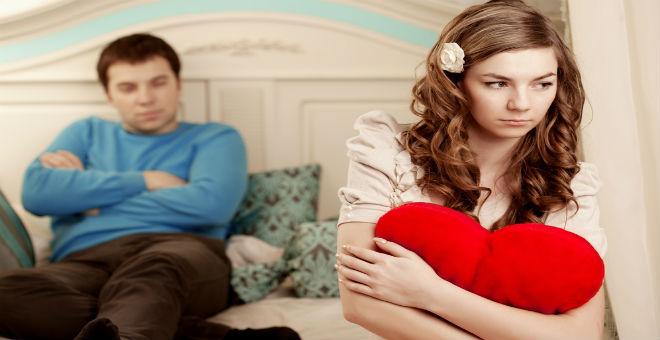 إشارات تكشف لك أن زوجك ينظر إلى امرأة أخرى