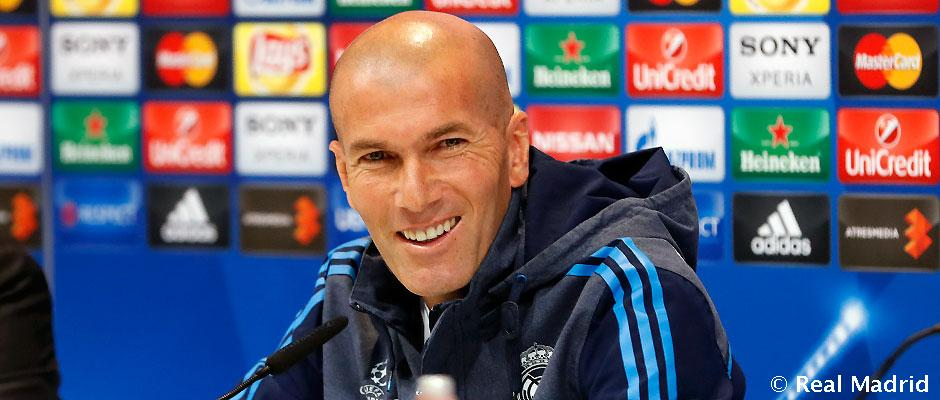 رئيس ريال مدريد يقرر تمديد عقد زيدان