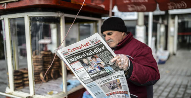 رسوم مسيئة للرسول تقود صحفيين تركيين إلى السجن