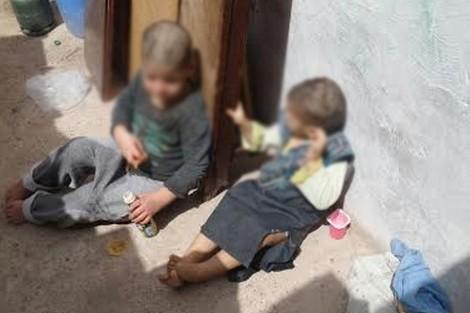 بالفيديو. طفلان محتجزان يقتاتان على فضلاتهما بأكادير!