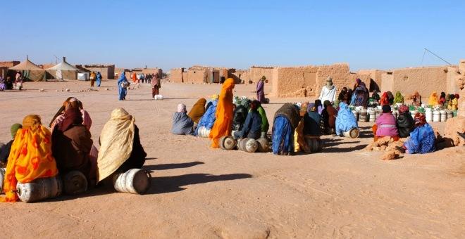 حقوقيون يوصون بفضح عمليات اختلاس المساعدات الإنسانية بمخيمات تندوف