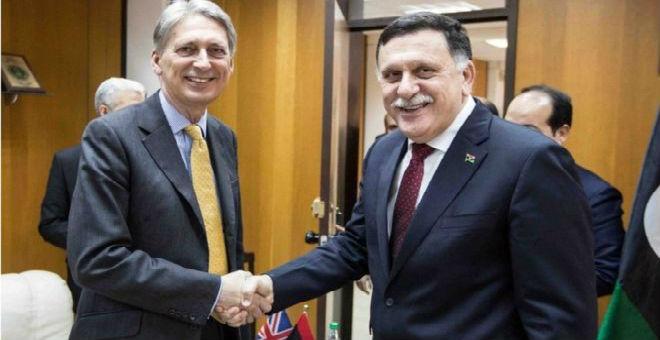 هاموند يعلن من طرابلس دعمه لحكومة السراج