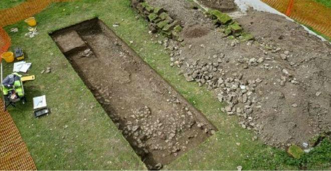 مزارع بريطاني يكتشف صدفة  فيلا تعود للعصر الروماني في حديقة منزله