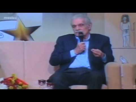 فيديو.عمر الشريف يحكي كيف أهانته فاتن حمامة في أول لقاء لهما!!