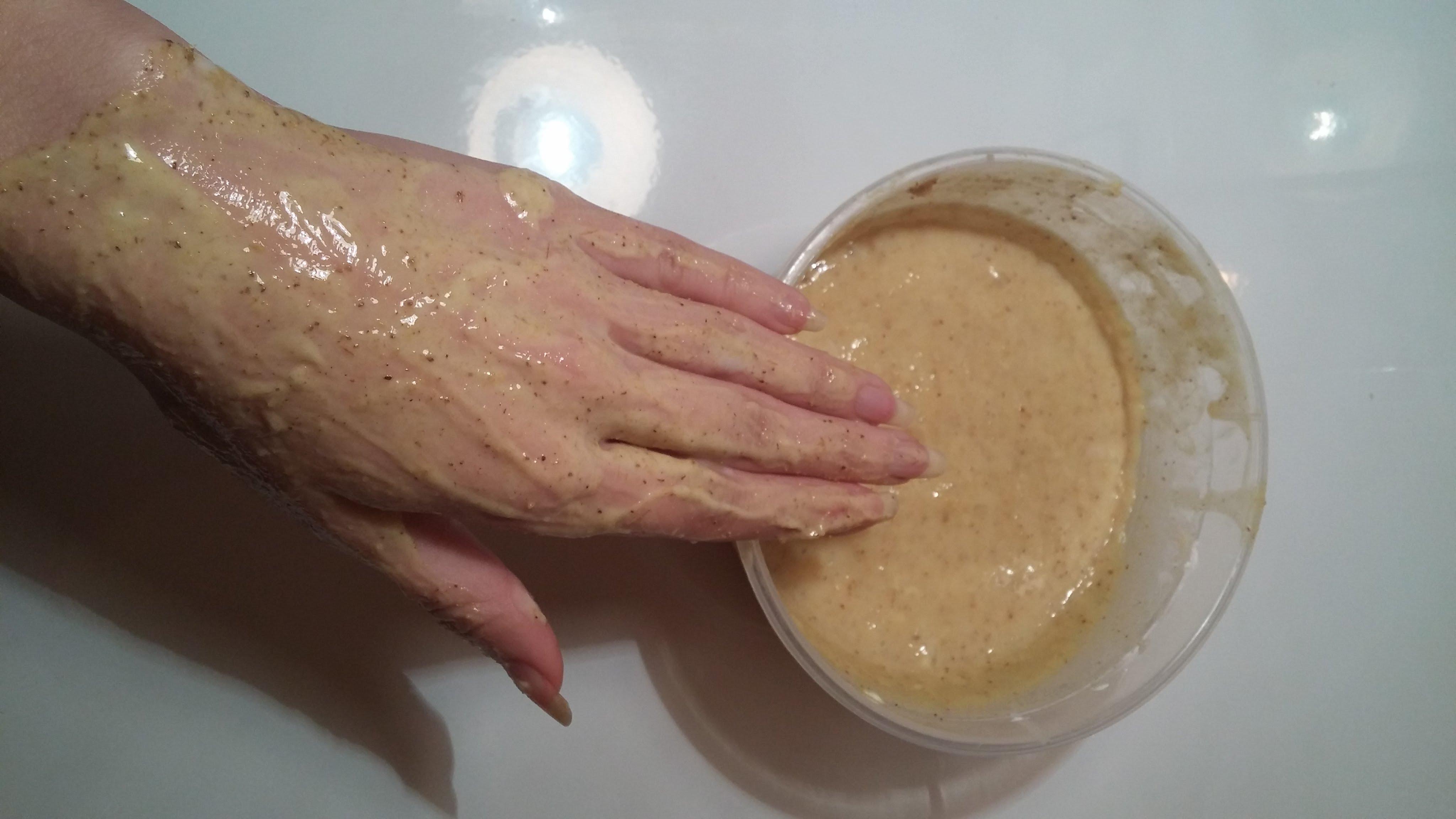 خلطات طبيعية لتبيض اليدين وزيادة النعومة في وقت قياسي