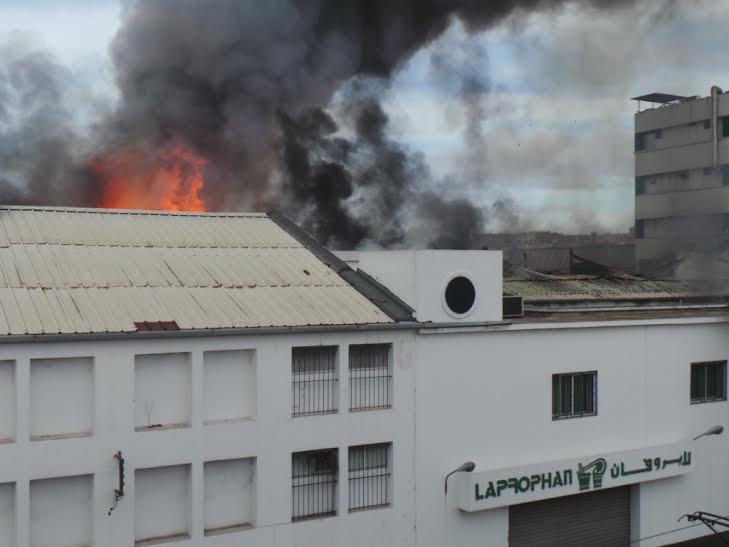 بالصور. حريق مهول يلتهم شركة للأدوية بالبيضاء!