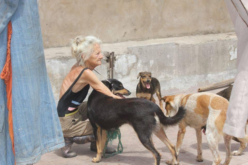 """وفاة """"ماريس"""" أشهر مربية كلاب بالدار البيضاء (صور - فيديو)"""