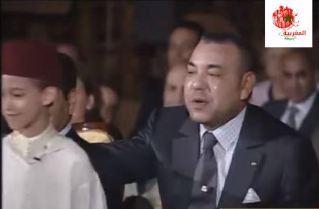 بالفيديو .. هكذا يصحح جلالة الملك محمد السادس أخطاء إبنه ولي العهد الحسن