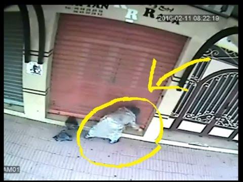 بالفيديو .. سيدة ترمي سحراً أمام محل تجاري بالبيضاء