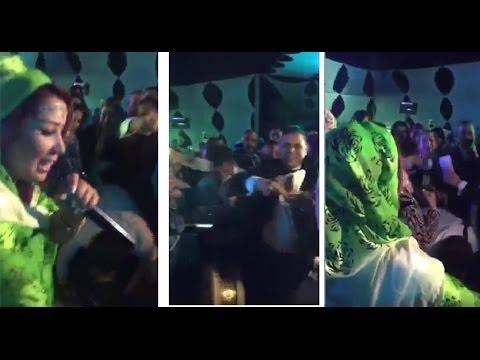 بالفيديو .. رمي سعيدة شرف بالنقود في أحد الأعراس