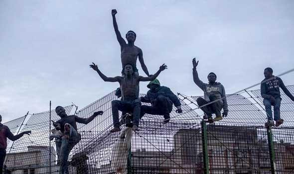 أكثر من 100 مهاجر نجحوا في التسلل إلى سبتة هذا اليوم!