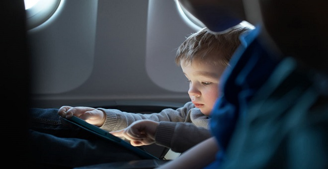 هذه أخطار إدمان الأجهزة اللوحية على طفلك