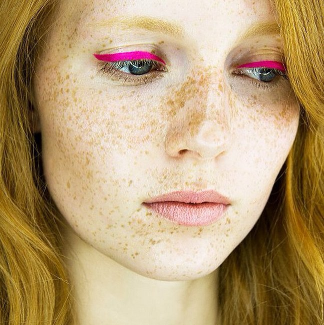colored-eyeliner-ideas-21