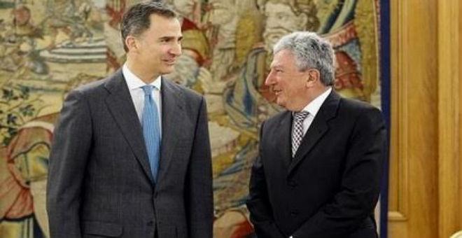 العاهل الإسباني يدعو الأحزاب إلى تخفيف العبء عن الناخبين وتجنب تكرار الاقتراع