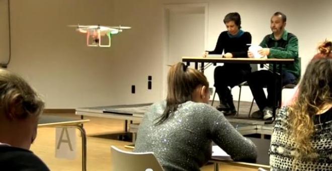 بالفيديو.. طائرة بدون طيار لمراقبة الامتحانات