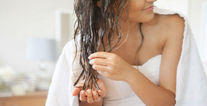 جربي خلطة الزيوت الساخنة لعلاج الشعر التالف والمتقصف