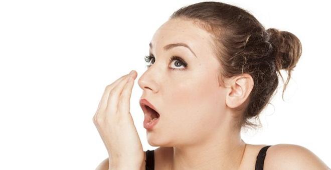 إليك بعض الطرق و النصائح لمحاربة رائحة الفم الكريهة