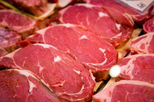 إتلاف أطنان المنتجات الفاسدة.. واللحوم في مقدمة القائمة