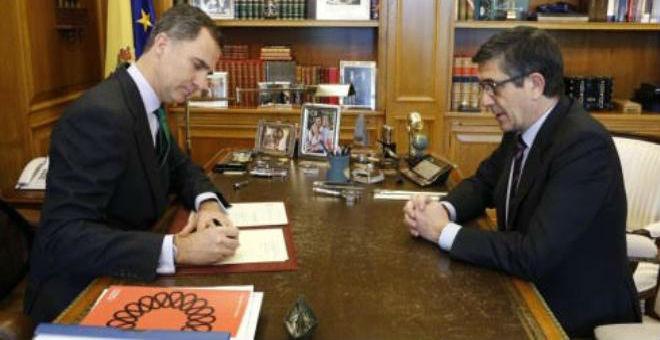 العاهل الإسباني وقع صباح اليوم قرار حل مجلس النواب والدعوة لانتخابات جديدة