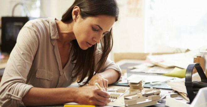 المرأة العاملة..5 حيل بسيطة تساعدك على التألق