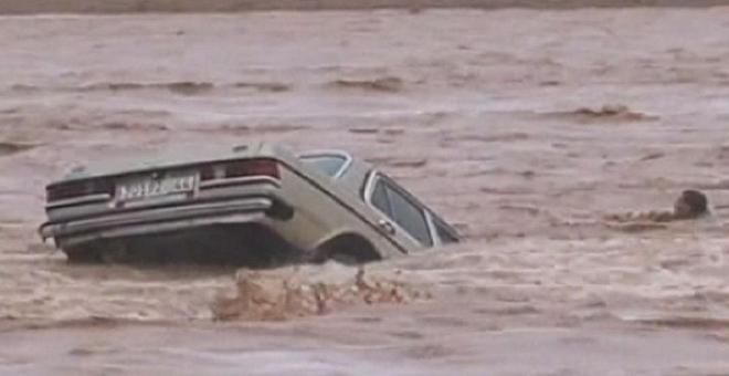 حديث الصحف: نجاة برلماني من الموت غرقا وسط السيول