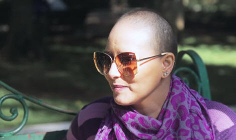 الممثلة منال الصديقي تنهي علاجها من مرض السرطان