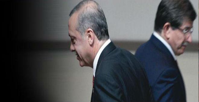 كيف دفع أردوغان رفيق دربه إلى الاستقالة؟