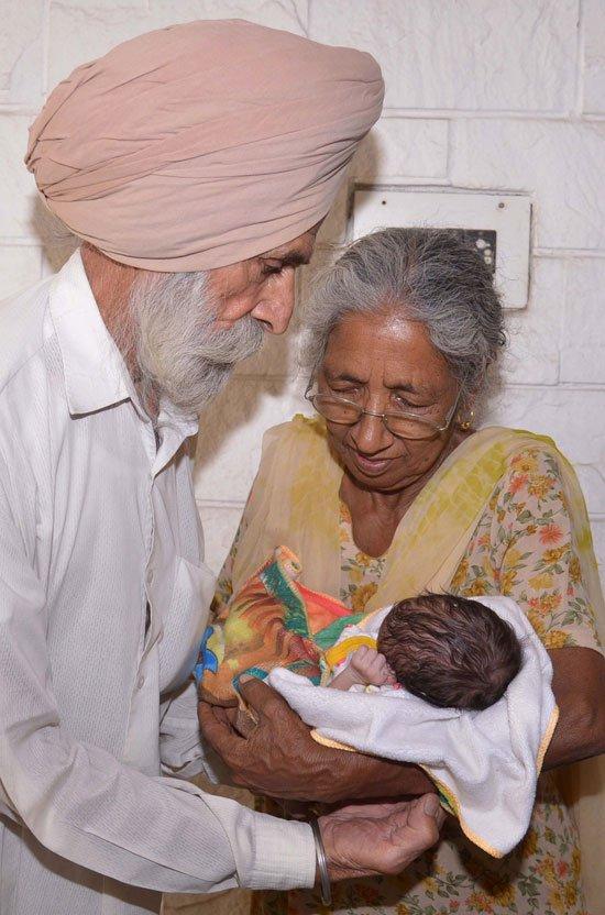 5201611125126794امرأة-هندية-فى-الـ-70-من-عمرها-تنجب-طفلها-الأول-بالتلقيح-الصناعى-(3)