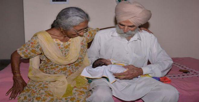 بالصور..امرأة هندية في الـ 70 من العمر تنجب طفلها الأول