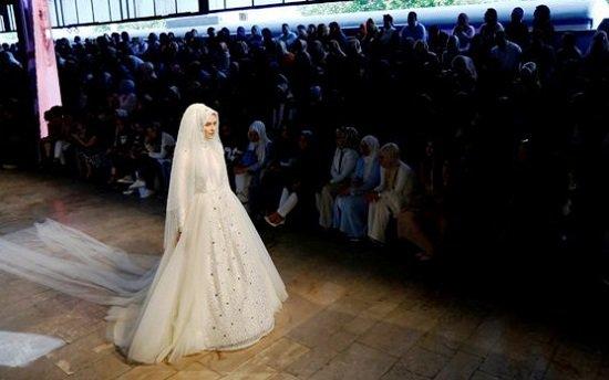 5201615184146251فساتين-زفاف-تركية-ـ-عروس-محجبة-ـ-فساتين-زفاف-للمحجبات-(3)