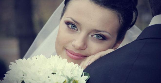 قبل الزفاف.. خلطات سهلة لنضارة وجهك