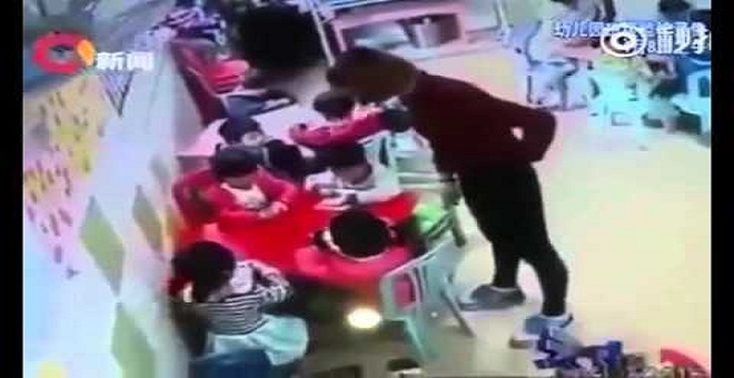 شاهد ماذا فعل مدير روض بعدما اكتشف أن المعلمة تضرب التلاميذ