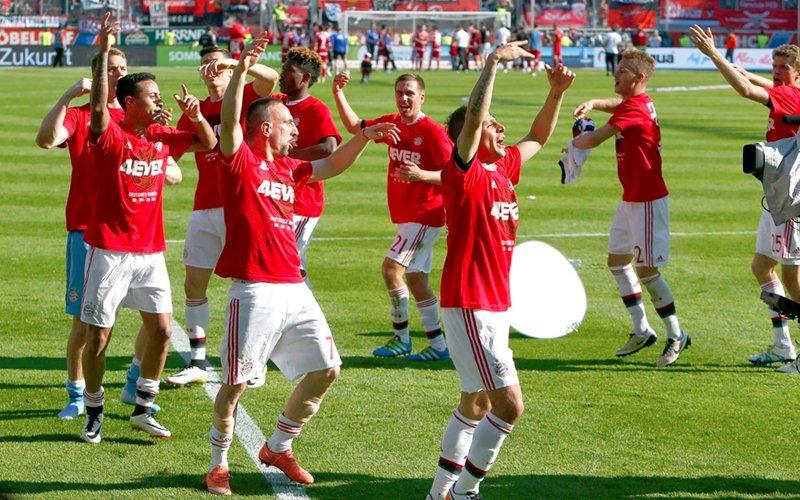 بايرن ميونيخ يتوج بلقب الدوري الألماني للمرة الرابعة على التوالي