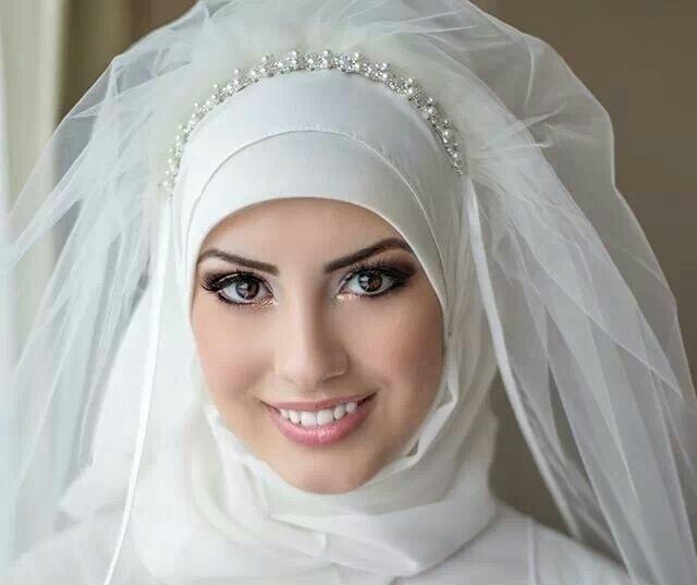 للعروس المحجبة.. فساتين زفاف تركية أنيقة ومحتشمة