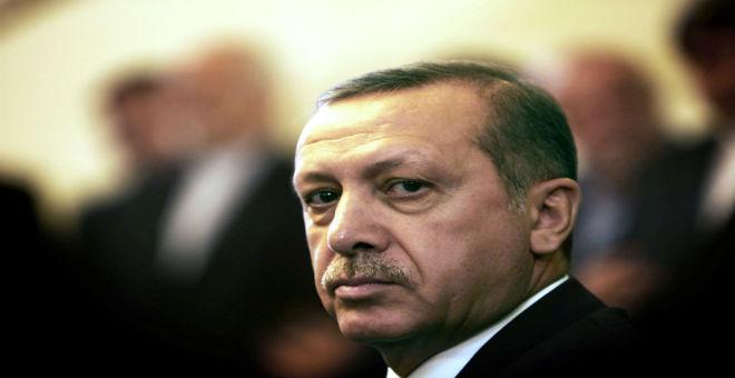 قصيدة هجاء أردوغان تلقي بظلالها على مجموعة الإعلام