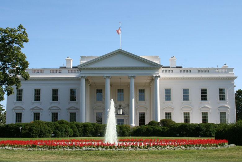 إغلاق البيت الأبيض بعد إطلاق النار عليه والشرطة تقبض على المهاجم