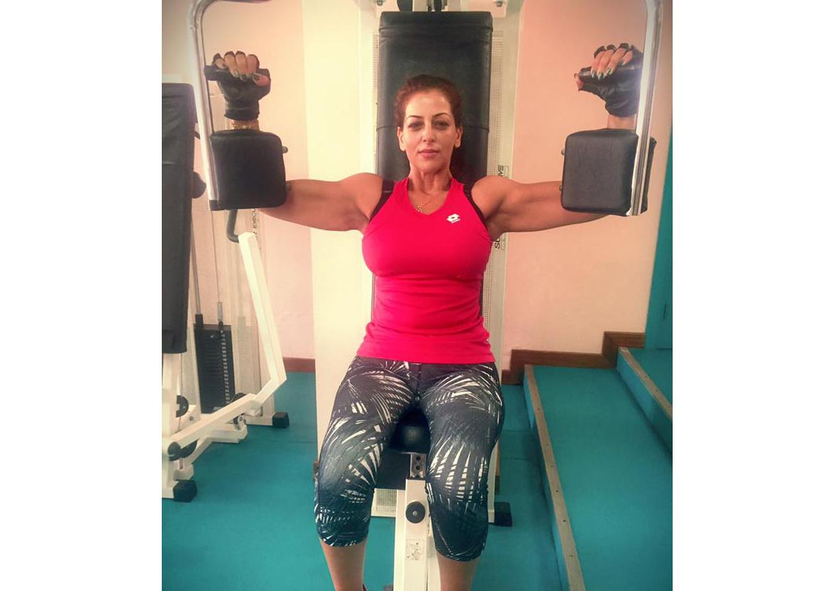 بالفيديو : الممثلة المغربية امال صقر تستعرض عضلاتها على الفايسبوك..!