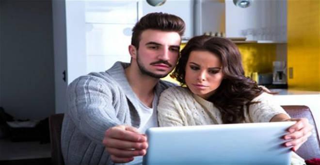 احذري .. تصرفات على الفيسبوك تهدم زواجك