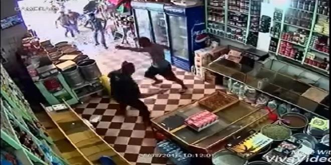 فيديو اعتداء على صاحب محل للمواد الغذائية بالخميسات