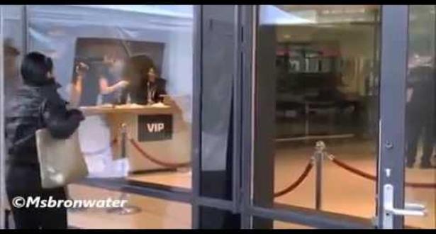 فيديو.. بدر هاري يهاجم من طرف معجبة في أمستردام