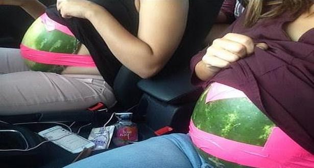 لن تصدق لماذا وضعت هؤلاء الفتيات البطيخ بهذه الطريقة الغريبة!